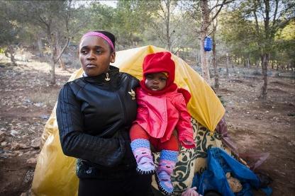 Carime salto la valla en mas de 3 ocasiones. Fue devuelta en todas elas. Victima de la trata, fue madre soltera en Marruecos. Ante la imposibilidad de saltar la valla con su hija, tomo la ruta de Libia para cruuzar el Mediterraneo.