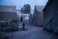 En el exterior del CETI se instalan tiendas de campaña para albergar a los recien llegados.